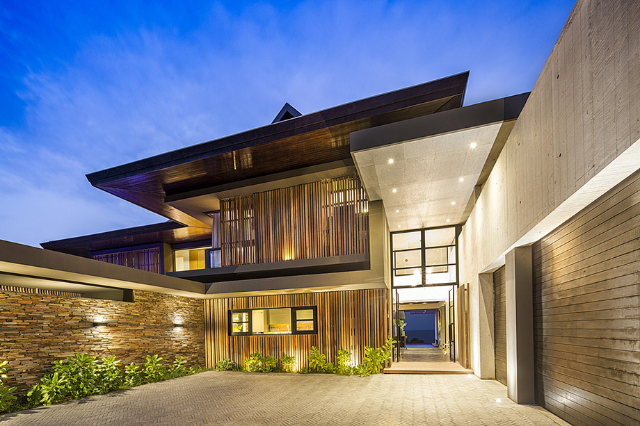 บ้านดูแตกต่างด้วยแสงไฟส่องสว่าง