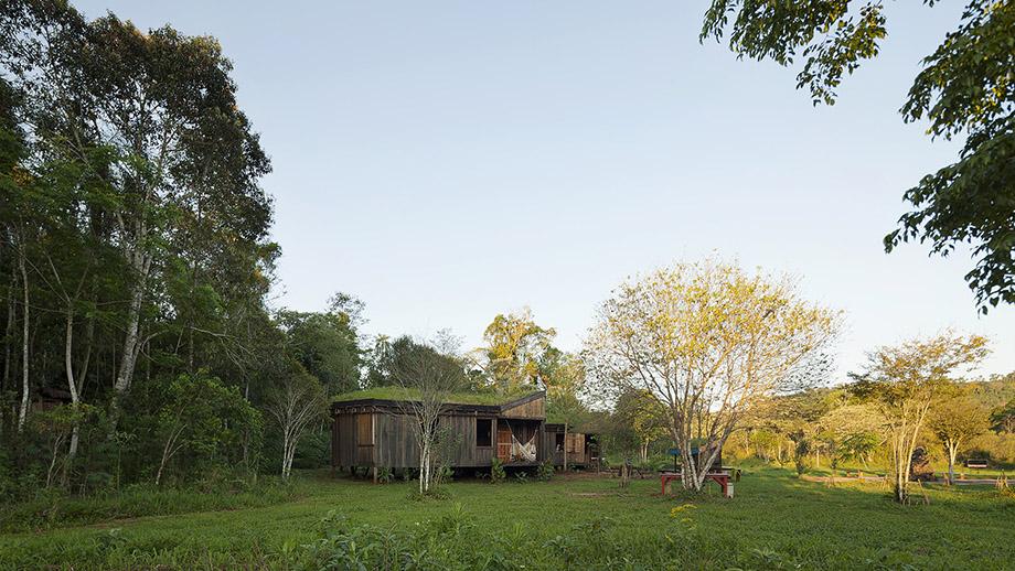 บ้านไม้มีสวนบนหลังคา