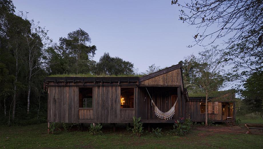 บ้านไม้ในเขตร้อนชื้น