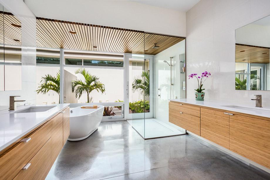 ห้องน้ำโปร่งสว่างมองเห็นสวน