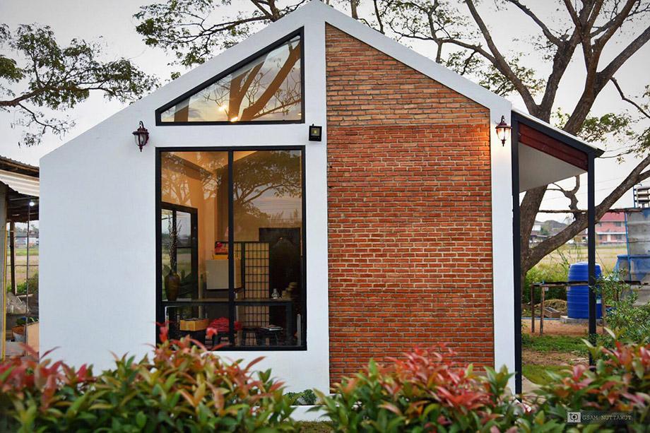 บ้านโมเดิร์นลอฟท์ผนังอิฐโชว์แนวและกระจก