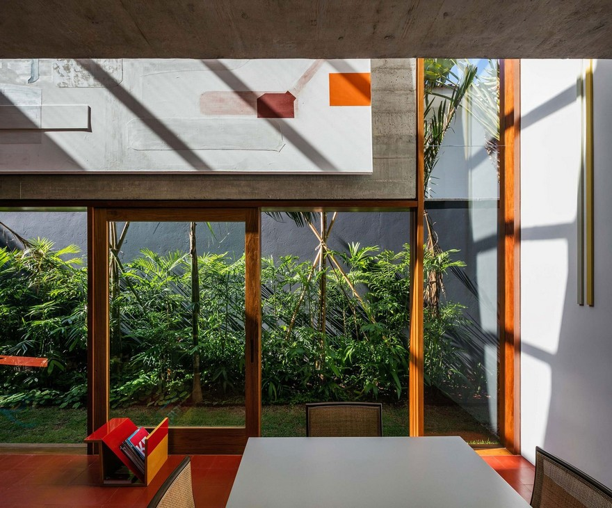 บ้านผนังกระจกเปิดเชื่อมกับสวน