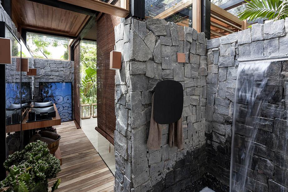 ห้องน้ำ outdoor ปูผนังหิน