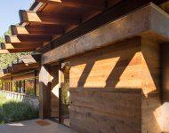 โครงสร้างบ้านจากไม้และเหล็ก
