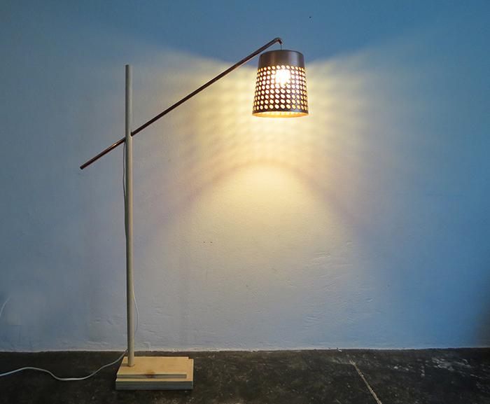 โคมไฟจากตะกร้าพลาสติก