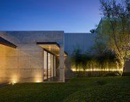 สวนไผ่เขียว ๆ ลดความแข็งกระด้างของกำแพงคอนกรีต