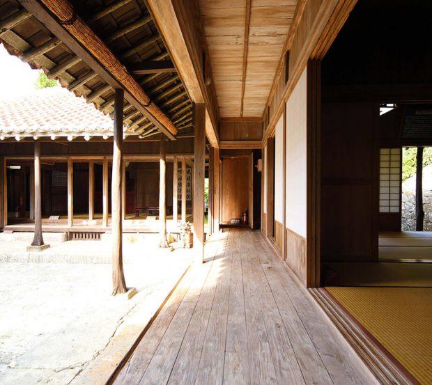 Engawa ทางเดินรอบห้อง