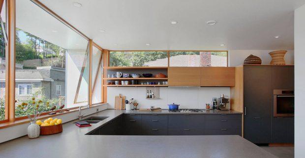 ห้องครัวหน้าต่างกว้าง