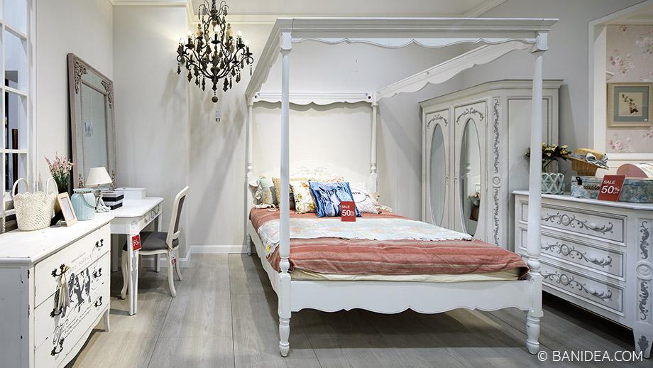 เตียงนอนมีเสา วินเทจ สีขาว