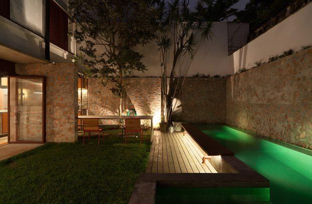 จัดแสงไฟในสวนและสระน้ำ
