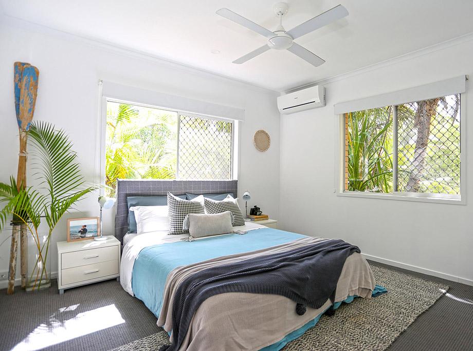 ห้องนอนรับแสงอุ่นสบาย