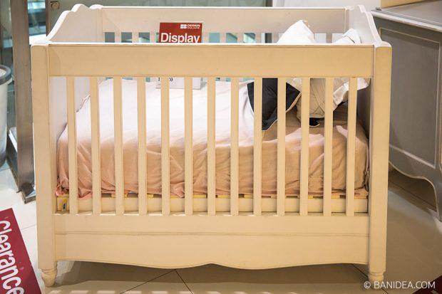 เตียงนอนเด็กทารก สีขาว