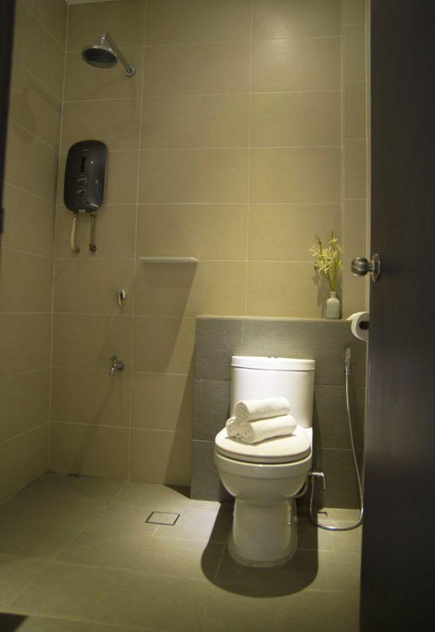 ตกแต่งห้องน้ำสีเทา-ขาว