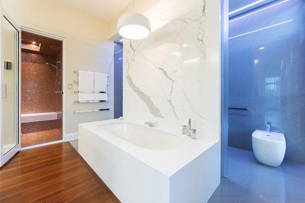 ห้องน้ำโมเดิร์นสีขาว