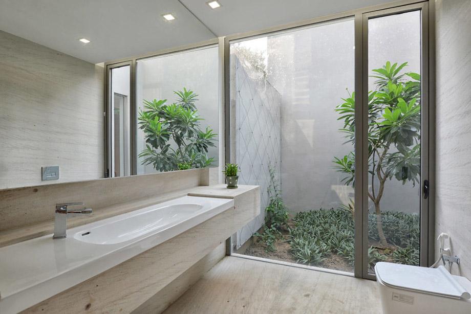สวนข้างห้องน้ำ