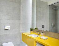 ห้องน้ำสีขาวเหลือง