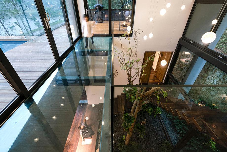 เพดานและพื้นกระจกใส