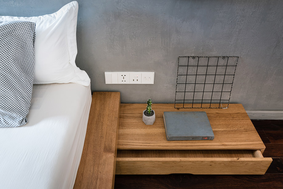 โต๊ะหัวเตียงไม้สักสไตล์โมเดิร์น