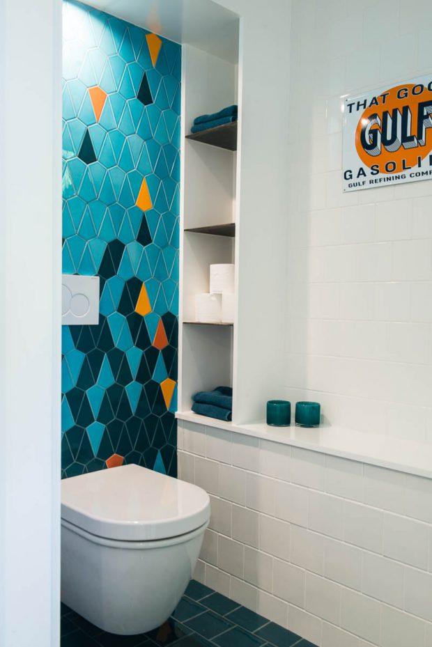 ห้องน้ำตกแต่งกระเบื้องหลากสี