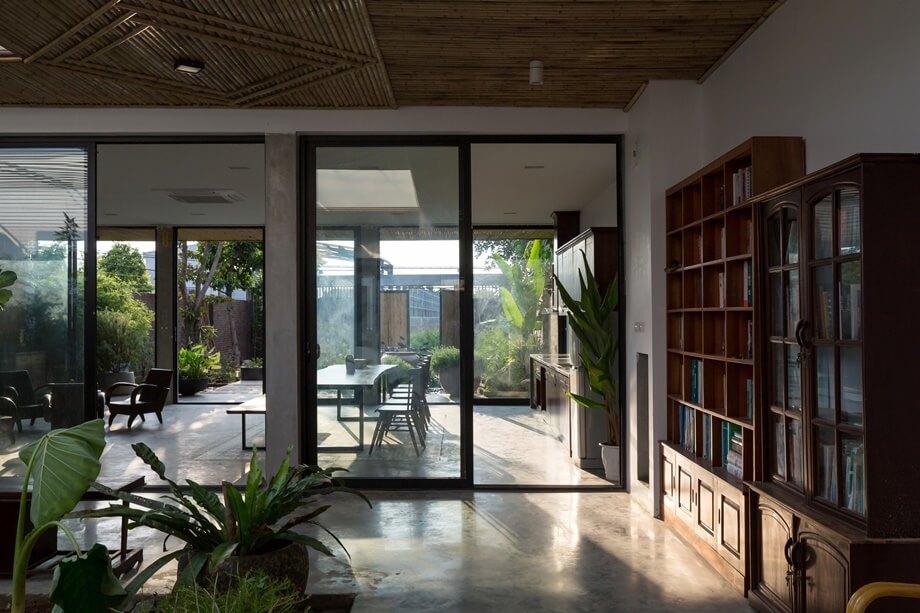 ห้องหนังสือมองเห็นสวน
