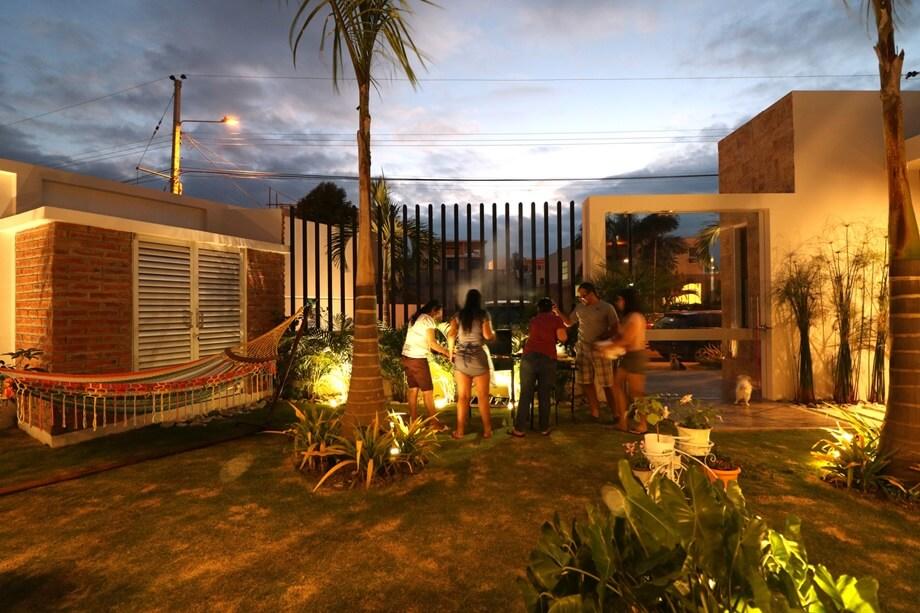 ปาร์ตี้ในสนามหญ้าหน้าบ้าน