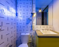 ห้องน้ำโทนสีขาว-เหลือง-ฟ้า