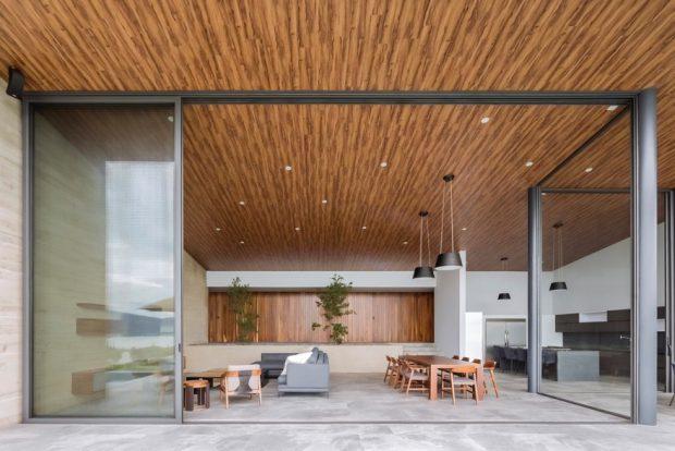ผนังกระจกเพดานตกแต่งไม้
