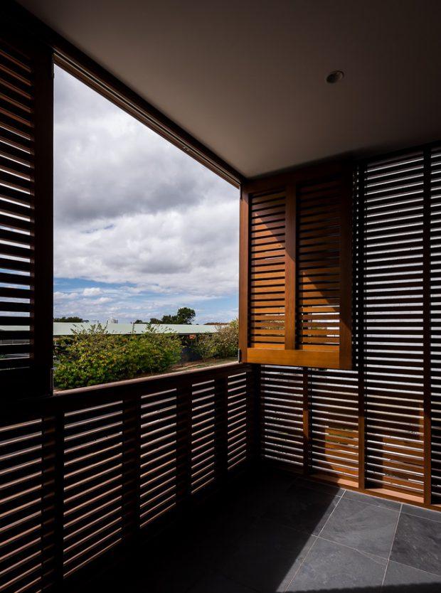บานหน้าต่างระแนงไม้