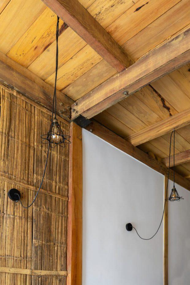 ผนังและเพดานตกแต่งไม้