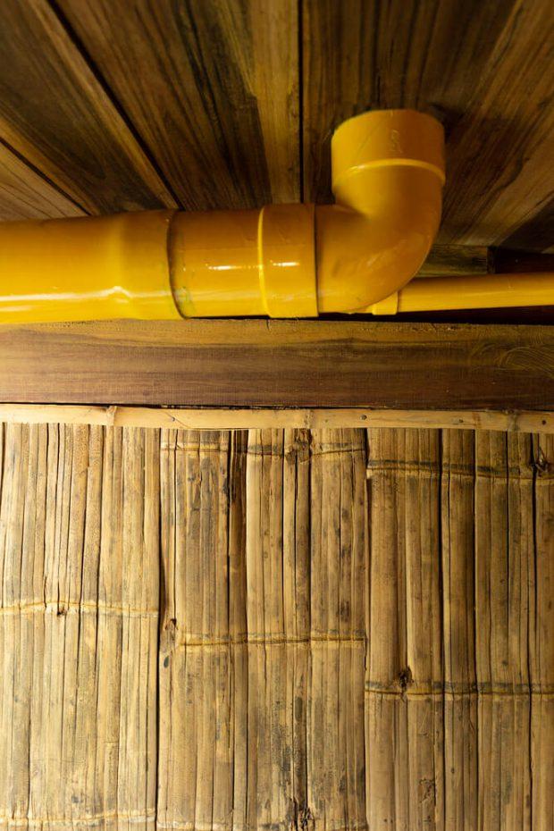 ท่อสีเหลือง