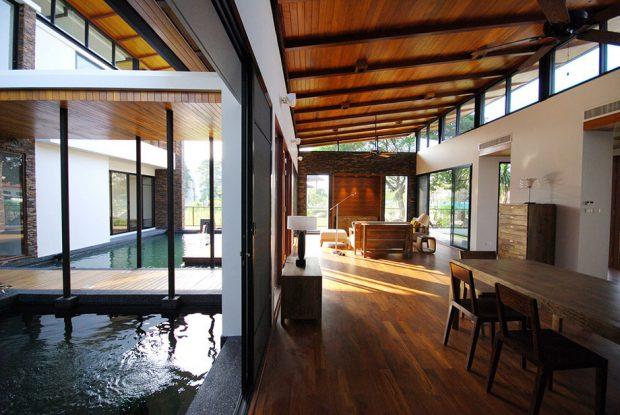บ้าน tropical มีสระกลางบ้าน