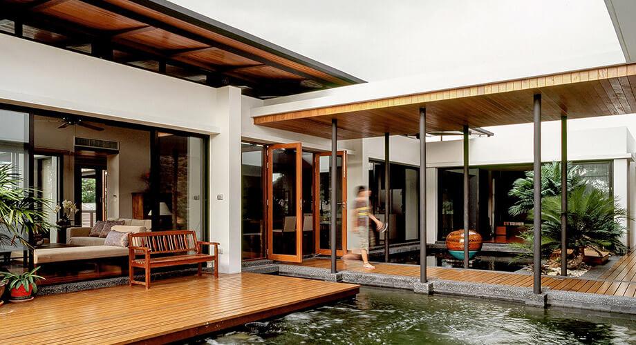 สระน้ำกลางบ้าน