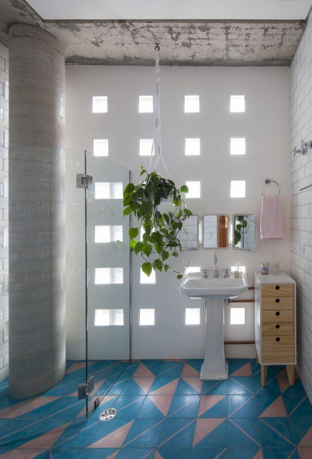 ห้องน้ำตกแต่งช่องลมเล็ก ๆ