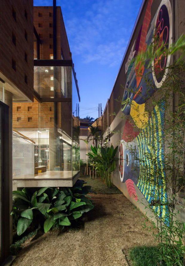 Graffiti บนผนังบ้าน