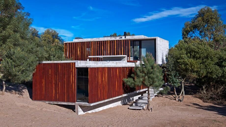 บ้านคอนกรีตตกแต่งไม้