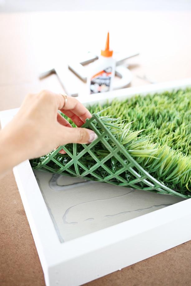 ทากาวติดหญ้าเทียม