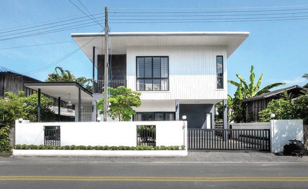 บ้านสองชั้นสีขาว