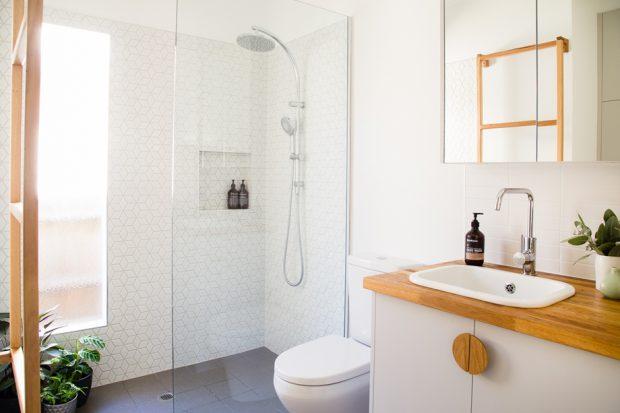 ห้องน้ำโทนสีขาวสว่าง