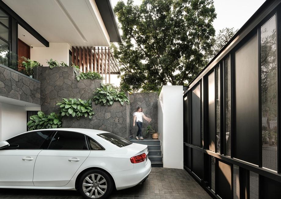 ทางขึ้นหน้าบ้าน