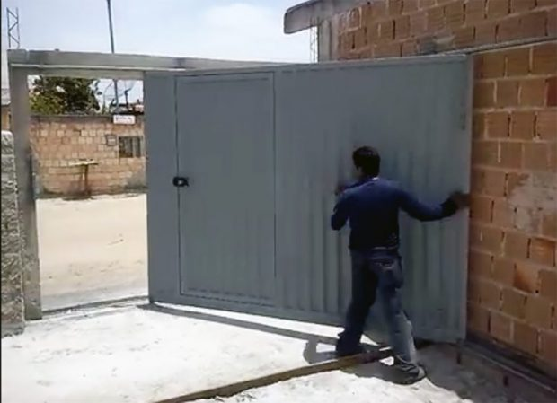 ประตูรั้วสำหรับบ้านหน้าแคบ