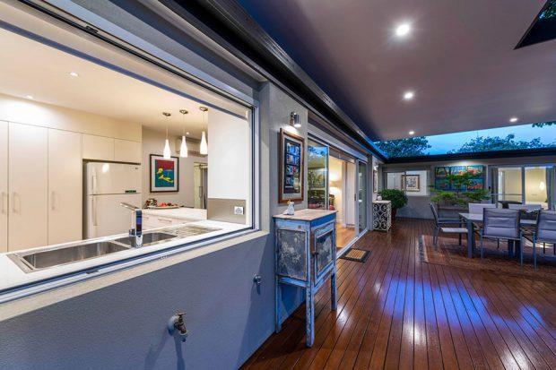 หน้าต่างห้องครัว