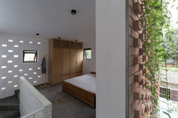 ห้องนอนเจาะช่องแสงเล็ก ๆ