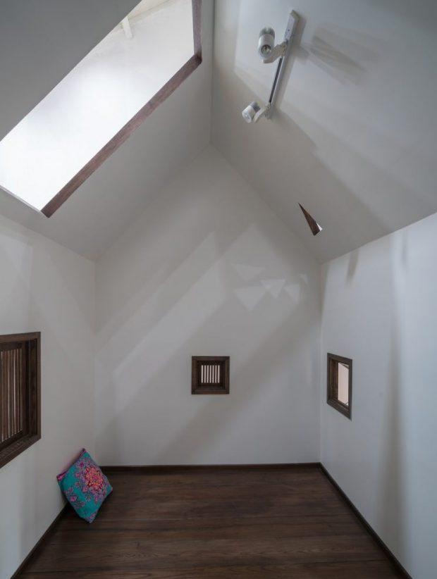ห้องหลังคาจั่วสูงมี skylight