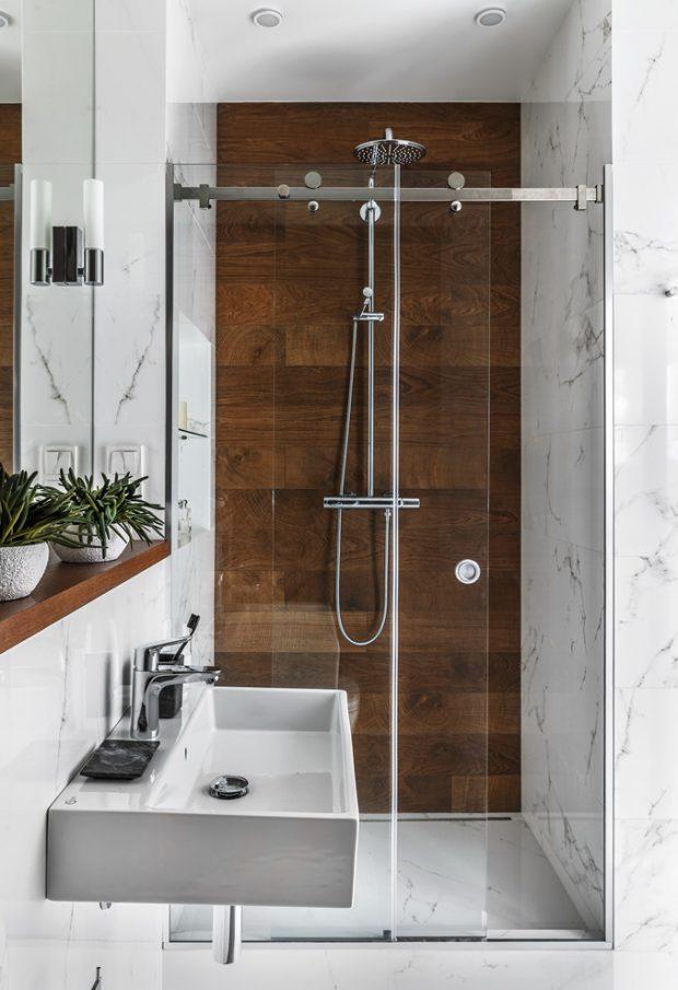 ห้องอาบน้ำตกแต่งกระเบื้องลายไม้