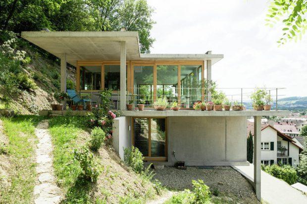 บ้านคอนกรีตบนพื้นที่ต่างระดับ