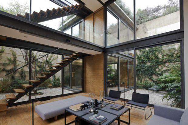 บ้านโปร่งด้วยผนังกระจก