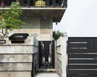 บ้านคอนกรีตประตูเหล็ก