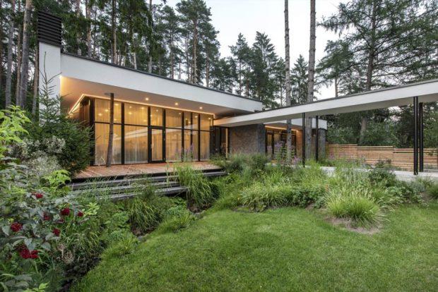 บ้านผนังกระจกเปิดโปร่งสู่ธรรมชาติ