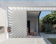 มิติของแสงเงาบนผนังบ้าน