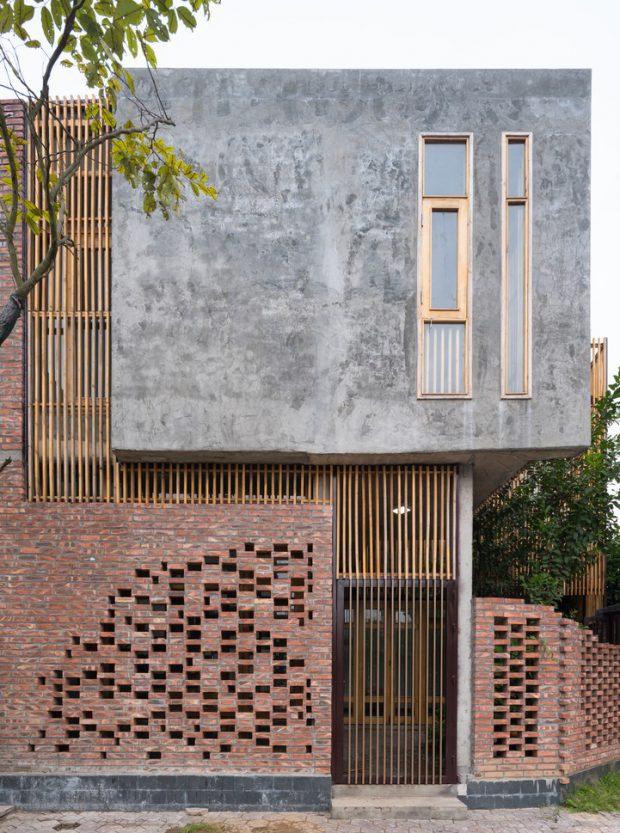 บ้านคอนกรีตปนอิฐและไม้